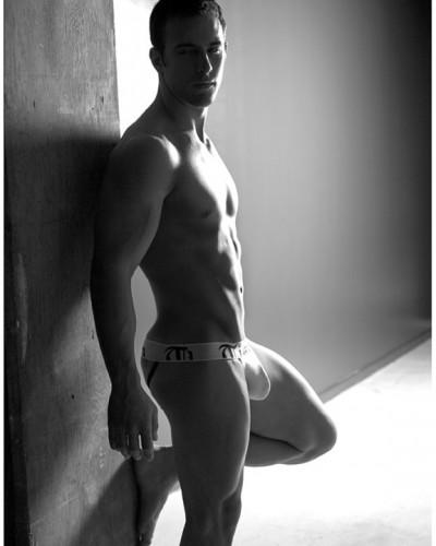 dep trai cu to show hang khoe underwear
